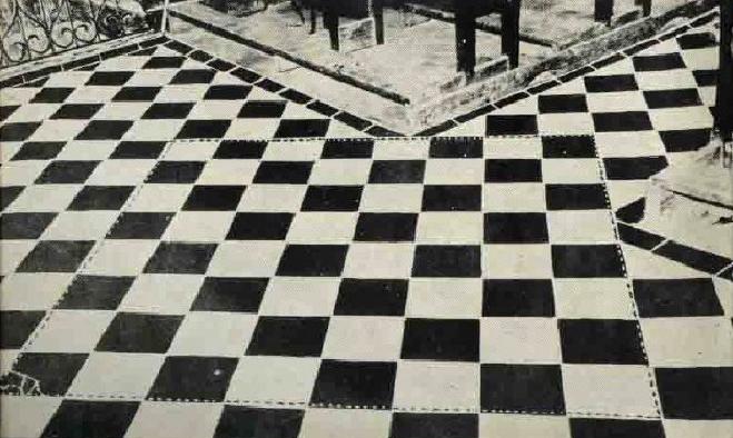 Il pavimento a scacchi for Pavimento bianco e nero